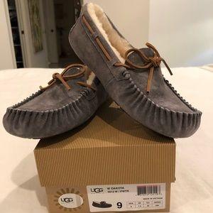 Authentic Ugg W Dakota 5612 W/Pwtr slippers size 9